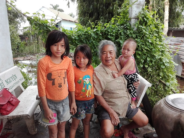 Bà Nguyễn Thị Sinh - Khảo sát từ thiện